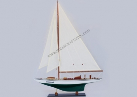 Endeavour Yacht (Green-White)